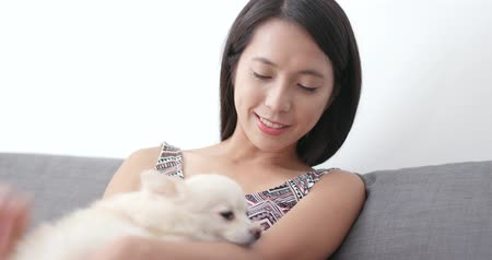 pom : Woman play with her dog at home