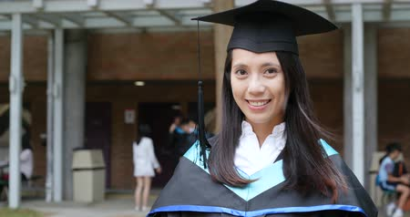 mezun : Asian woman get graduation