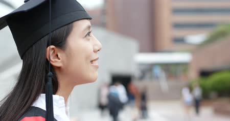 perfil : Side profile of graduation woman look far away