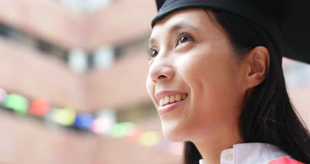 bakalář : Woman graduation and look far away