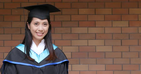 educado : Asian woman graduated from university