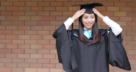 graduação : Young woman with graduation gown