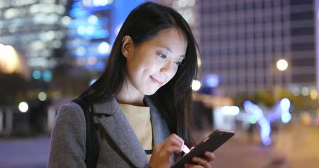 tilt shift : Woman use of cellphone at night Stock Footage