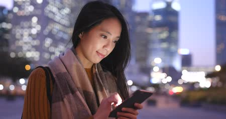 typ : Woman use of mobile phone at night