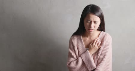 Woman suffer from heart attack Dostupné videozáznamy