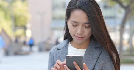 e mail : Business woman use of cellphone at outdoor