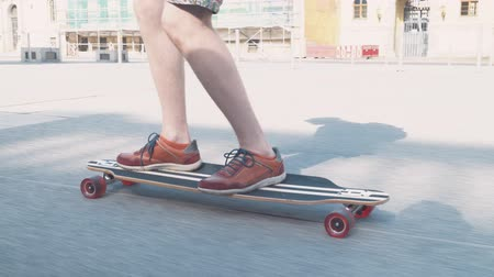 construir : close-up of a skateboard with mens legs in sneakers extreme sports