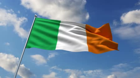 irlandia : Irish flag waving against time-lapse clouds background