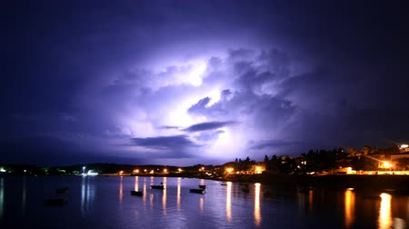 oŚwietlenie : Night shot of the thunderstorms with the lightings.