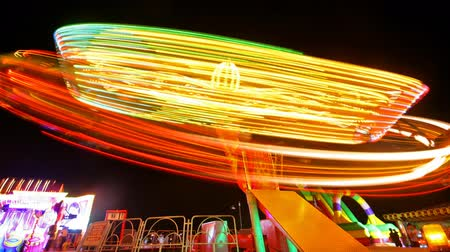 divu : Night shot of the wonder wheel with many colourful lights. Dostupné videozáznamy