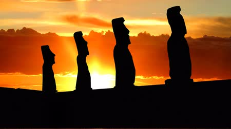 rzeźba : The famous statues on the Ester island during th sunrise.