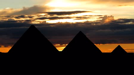 piramit : Ancient pyramids in Egypt with the sunset and the passing clouds.
