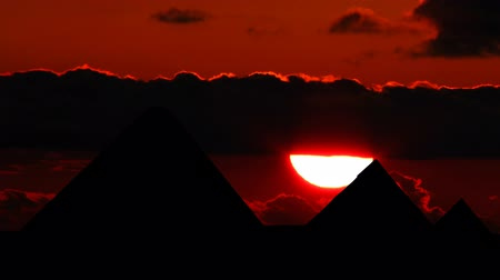 egyiptomi : Pyramids in Egyptian with the beautiful sunset. Stock mozgókép