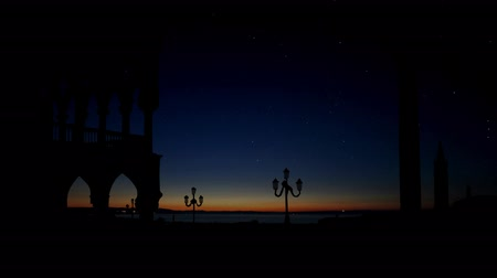 veneza : Beautiful architecture of Venice Italy with the night sky and sunrise. Stock Footage