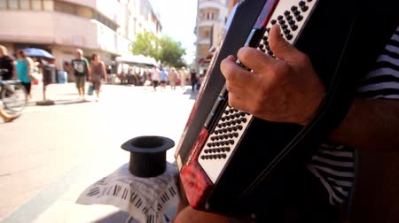 hırvatistan : Man playing accordion on the street. Stok Video