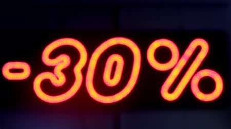 oferta : Red LED sign displaying 30 discount.
