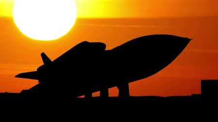 roket : Space shuttle in U.S. Space and Rocket Centre in Alabama during sunset.