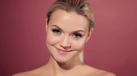минимальный : Face care and skin care, health and beauty concept, copy space. Happy young woman smiling, healthy skin and minimum makeup, naturalness and beauty. Стоковые видеозаписи
