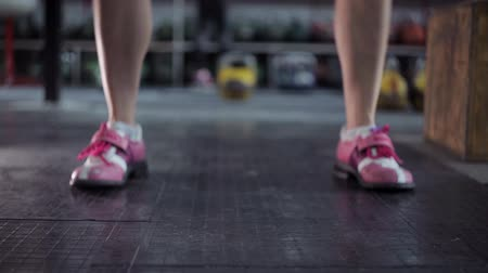 fegyelem : young woman athlete performs a long cycle push with kettlebell.