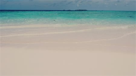 elvonult : Secluded island. Paradise tropical island, white sand and clear water.