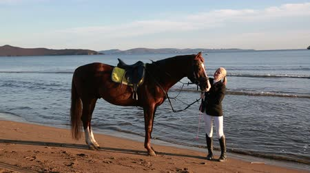 koňmo : Young girl with a favorite horse on the beach. Autumn. Dostupné videozáznamy
