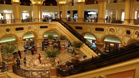 yaldız : MACAO - CIRCA JUNE, 2014: Vestibule Casino Venetian. The Venetian - very famous entertainment complex includes the largest shopping mall, luxurious hotels and the largest casino in the world.