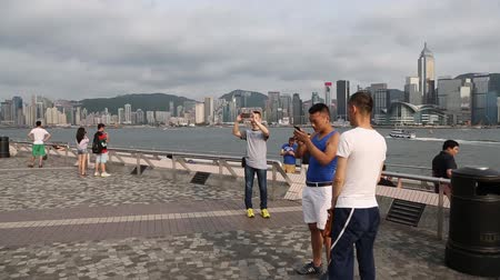 Виктория : HONG KONG CIRCA JUNE 2014: Tourists rest and take pictures at the Kowloon Public Pier Kowloon peninsula. Kowloon Public Pier is a very popular place among tourists and locals.