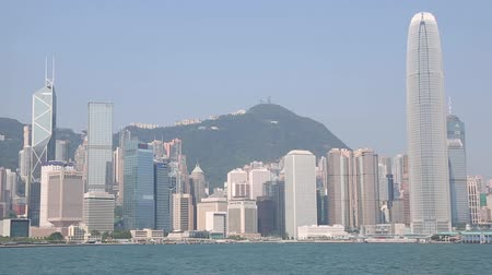centrální čtvrť : HONG KONG CIRCA JUNE 2014: Panorama of the central districts Hong Kong modern buildings from Victoria strait. In the strait of very heavy traffic of ferries cruise ships and ocean liners