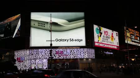 bordas : BEIJING - CIRCA JUNE, 2015: Glowing banner advertising smartphone Samsung Galaxy S6 Edge in Wangfujing shopping area. Wangfujing street is located in the city center and is popular with tourists.