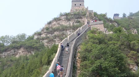 great wall of china : BEIJING - CIRCA JUNE , 2015: Tourists visiting the Great Wall of China on the outskirts of modern Beijing. Great Wall of China passes northern China for 8852 km listed as a World Heritage Site. Stock Footage