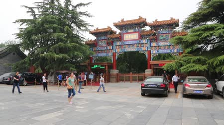templom : BEIJING - CIRCA JUNE, 2015: Entrance to the Tibetan Buddhist Lama Temple Yonghegong or otherwise Lama Temple. It is large and important monastery, in architecture connected Chinese and Tibetan styles