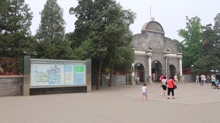 pekin : BEIJING - CIRCA JUNE, 2015: Entrance to the Beijing Zoo. Beijing Zoo is basically wild and rare animals in China, territory zoo has the form of classical Chinese gardens.