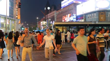 reklama : BEIJING - CIRCA JUNE , 2015: People on a pedestrian street Wangfujing in center of Beijing. Wangfujing one of the most famous shopping street in Beijing, is very popular among tourists and locals.