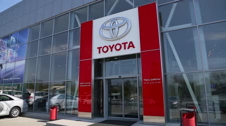 sprzedawca : VLADIVOSTOK, RUSSIA - CIRCA MAY, 2016: Toyota Center Vladivostok - dealer of Toyota. Toyota Motor Corporation - the largest Japanese automotive corporation, is a key member of the Toyota Group.