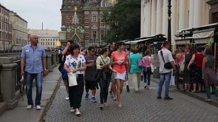 ST. PETERBURG, RUSSIA - CIRCA JUNE, 2016: Tourists walk along the promenade from the Griboyedov Canal in St. Petersburg. Ð¡anal length of 5 km, the construction was carried out in 1739-1790 years. Vídeos