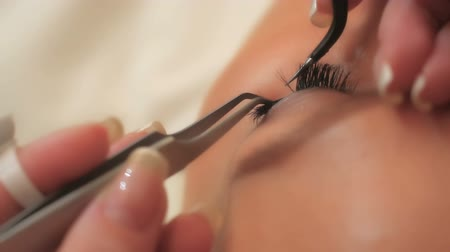 стегать : Woman Eye with Long Eyelashes. Eyelash Extension. Lashes, close up, selected focus. Стоковые видеозаписи