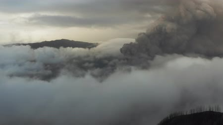 крайняя местности : Drone aerial view of active Volcano Bromo. Sunrise, crowd of tourists on the viewpoint. 4K short.