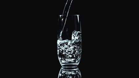 hidrasyon : fresh water pouring in glass
