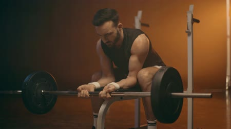 powerlifter : Muscular bearded powerlifter in white socks training with barbell Stock Footage