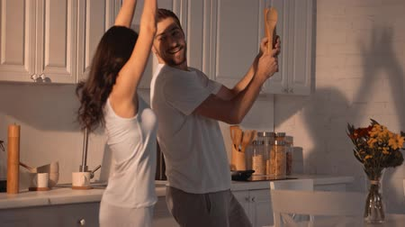 taniec : happy couple dancing in the kitchen