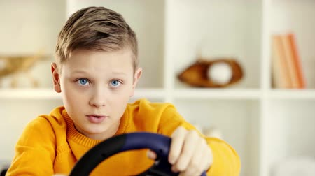 zabawka : A boy steering wheel