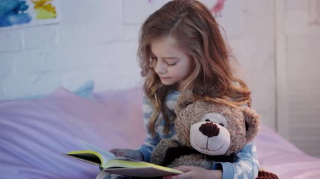pizsama : teddy bear and smiling while reading book