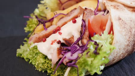 hranolky : Delicious chicken wrap with appetizing ingredients showing - camera slide ove, close up