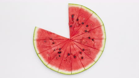 indicador : Melon slices forming a summer loading progress indicator. Downloading health with every slice concept. Top view, stop motion animation.