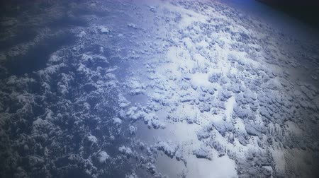 mudança : Flying over the Earths clouds. 4K animation with realistic cloud displacement.
