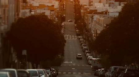 Франциско : Wide shot of a typical San Francisco street. Cinematic shot.