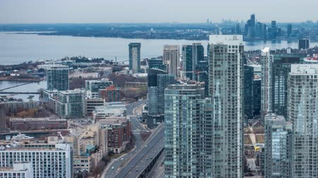 canadense : 4K Timelapse view of the Toronto Skyline. All distinguishable logos and trademarks removed in post.