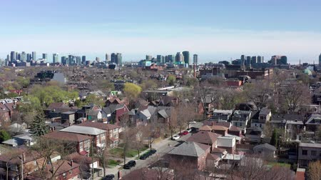alanlar : Aerial Establishing shot of a Toronto neighborhood during the spring. Cinematic 4K footage.