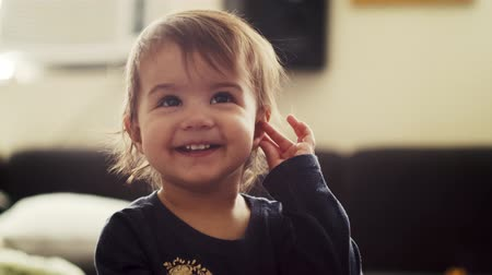 piada : Funny baby girl laughing at camera. Cinematic 4K footage.
