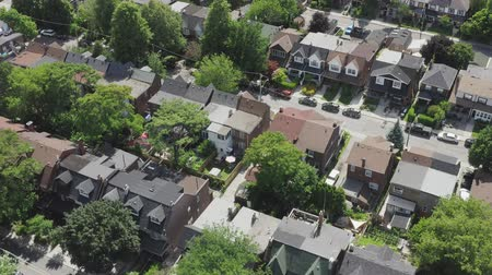 kanadai : Aerial Establishing shot of a Toronto neighborhood during the summer. Cinematic 4K footage. Stock mozgókép